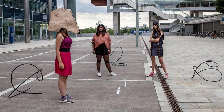 © Courtesy der Künstlerin & Galerie Crone © Carola Dertnig/Bildrecht, Wien, 2019
